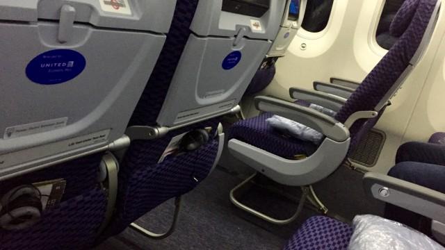 united 787  - 2