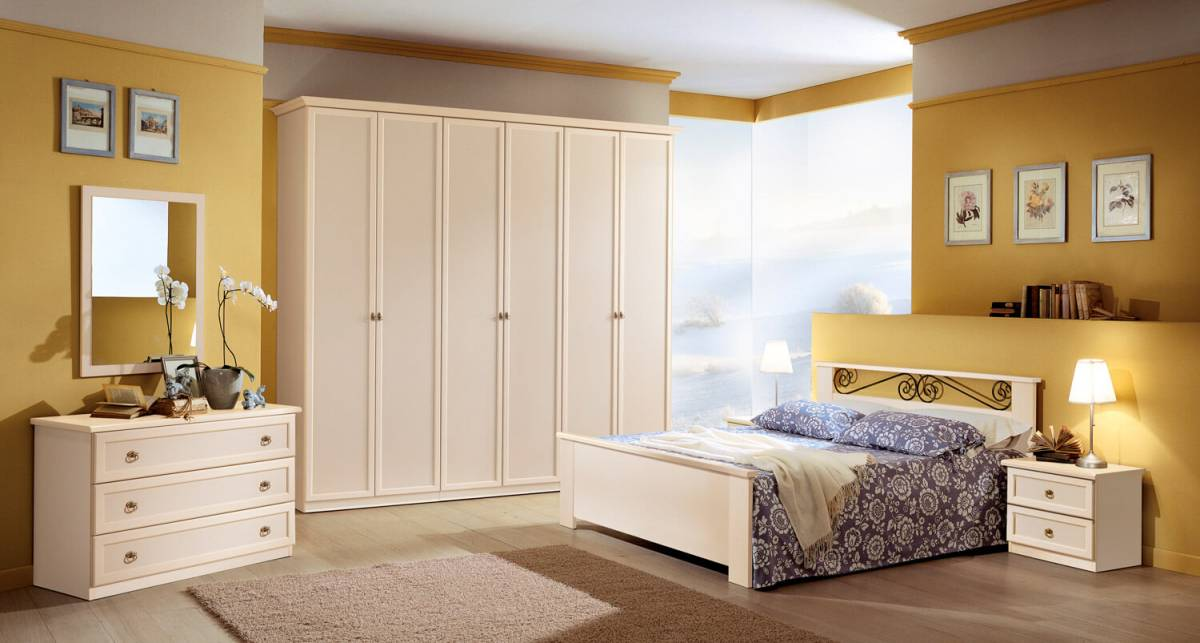 Le camere da letto classiche sono il risultato dell'unione tra tradizione ed eleganza. Camera Matrimoniale Classica Patinato Beige