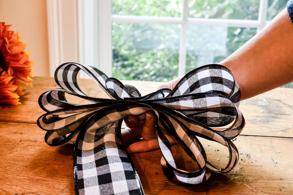 step 3 - how to make an easy bow for a wreath