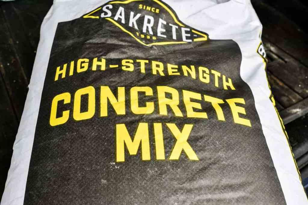 80 pound bag of Sakrete concrete mix
