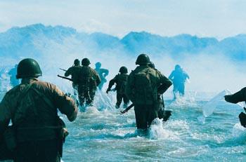 Amerikanische Marineinfanteristen landen am 6. Juni 1944 in der Normandie. (c) BBC Worldwide / ProSieben / polyand 2004