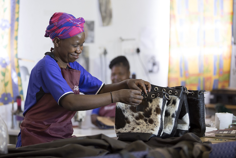 Fashion Revolution; sustainable fashion; sustainable brands, eco brands; bags-leather-bucket-bags-cowhide-bags-black and white, leather bags, fashion accessories, artisanal product, ethical gifts, social impact, artisan made,