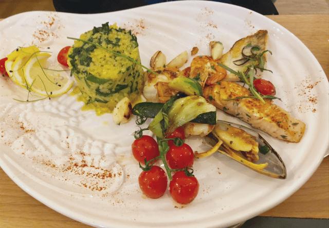 Fischplatte mit Risotto