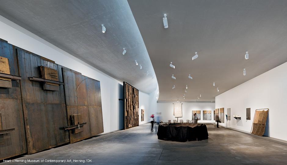 Museum lighting ARCOS LED spotlight system  Zumtobel