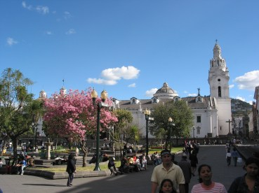 300-0046_Plaza_de_la_Independencia_Quito_Ecuador