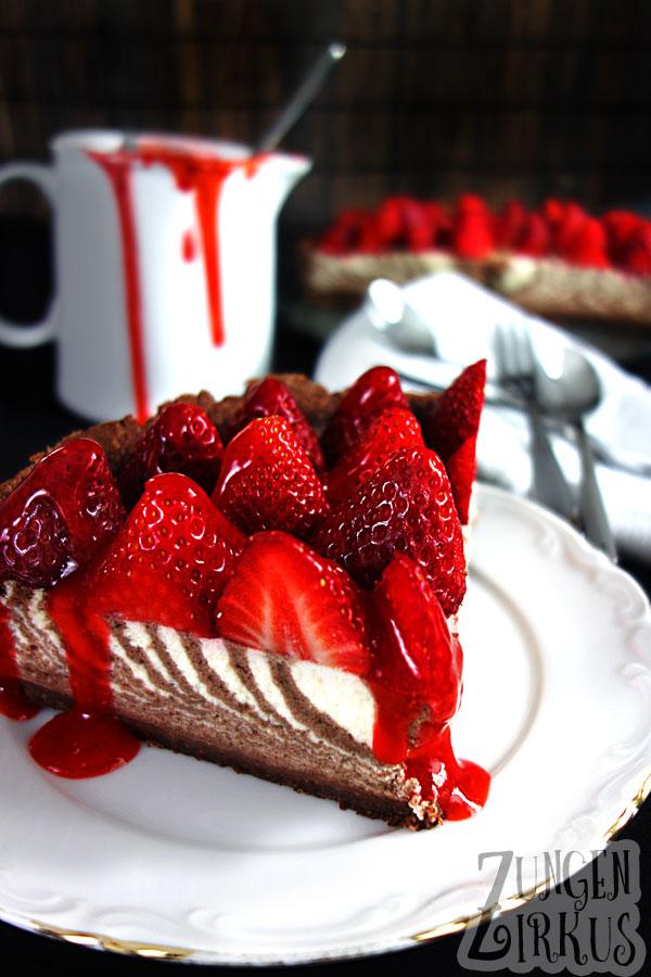 Zebrakuchen mit Schmand und Erdbeeren  Zungenzirkus