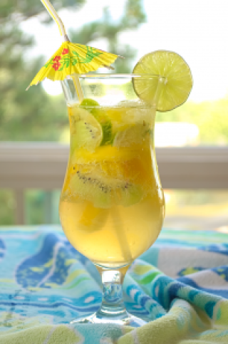 Yellow Cocktail with lime, mango and kiwi