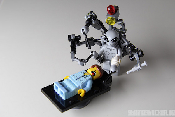 lego-alien-abduction-4