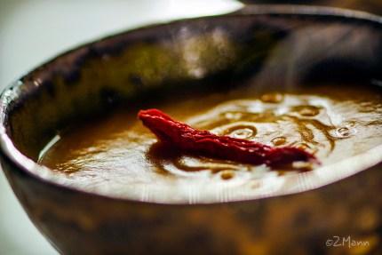 z widokiem na stol | kremowa zupa dyniowa
