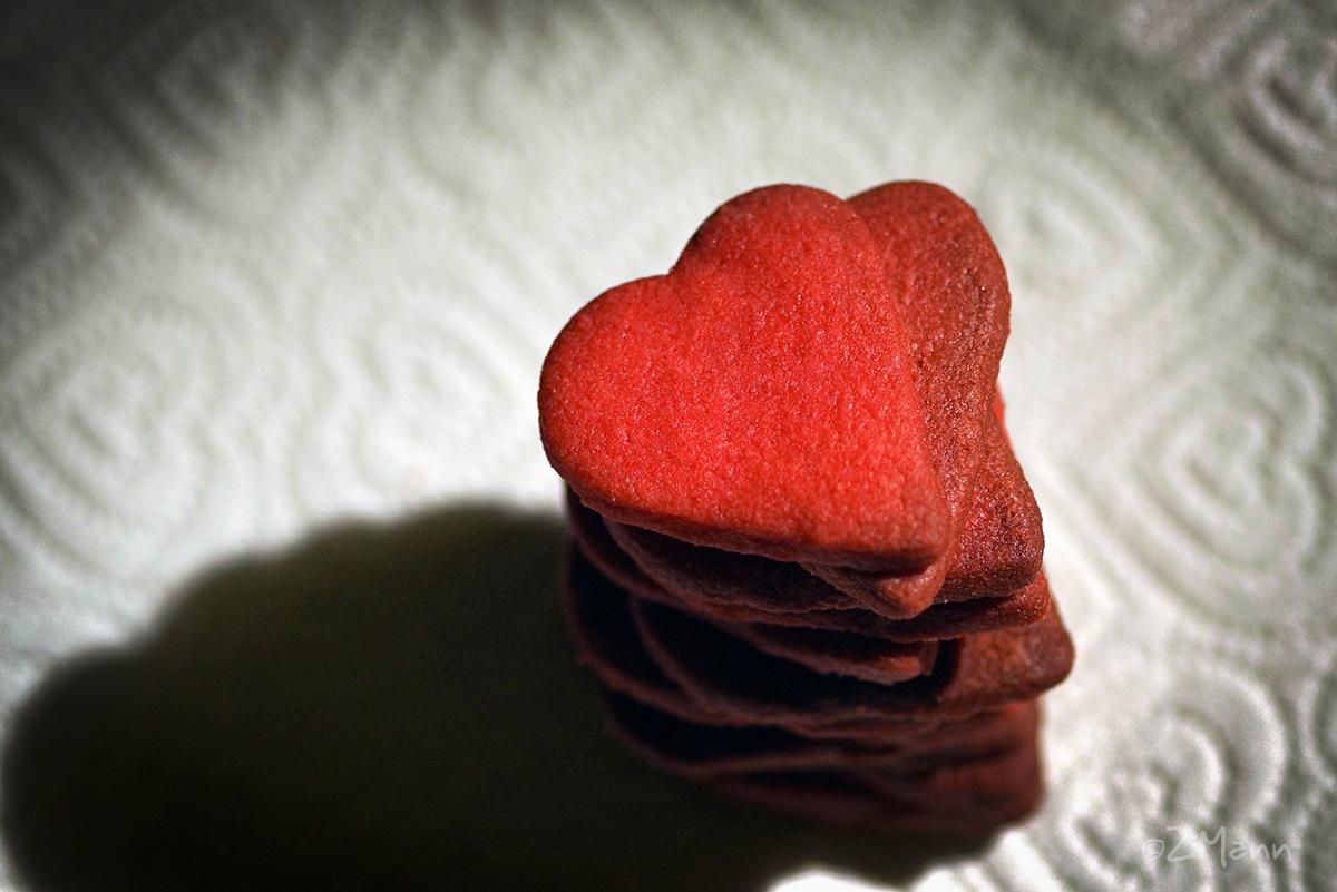 z widokiem na stół   kruche czerone serca
