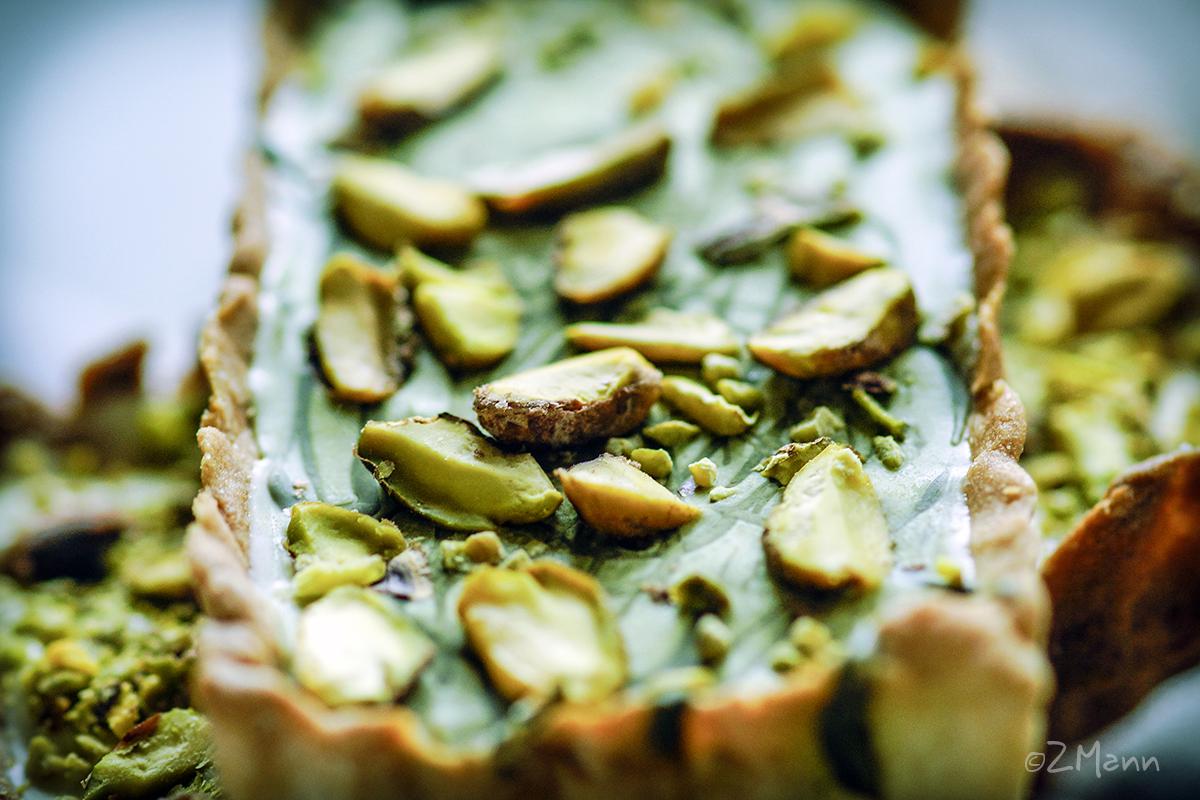 z widokiem na stół | kruche ciastka z czekoladą pistacjową