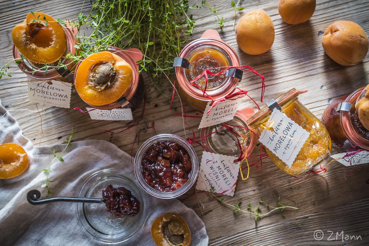 z widokiem na stół | konfitura z moreli i wiśni korzennych z migdałami