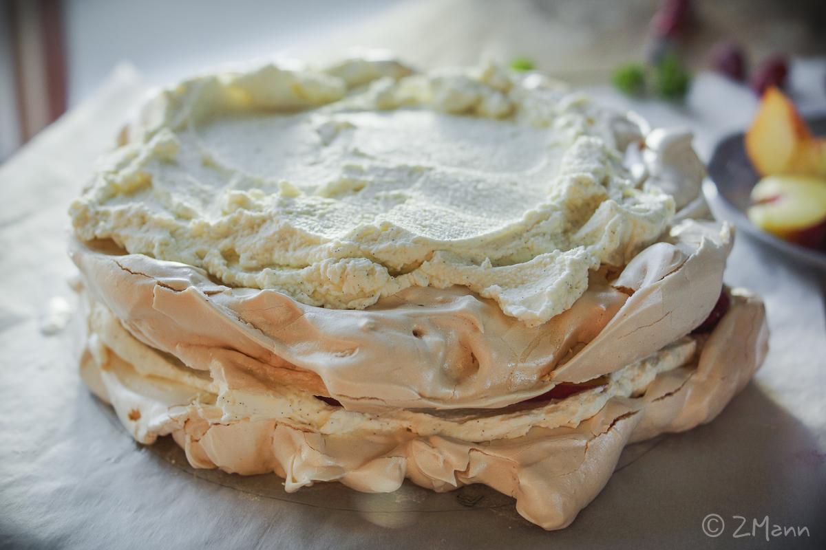 z widokiem na stół | tort bezowy MELBA