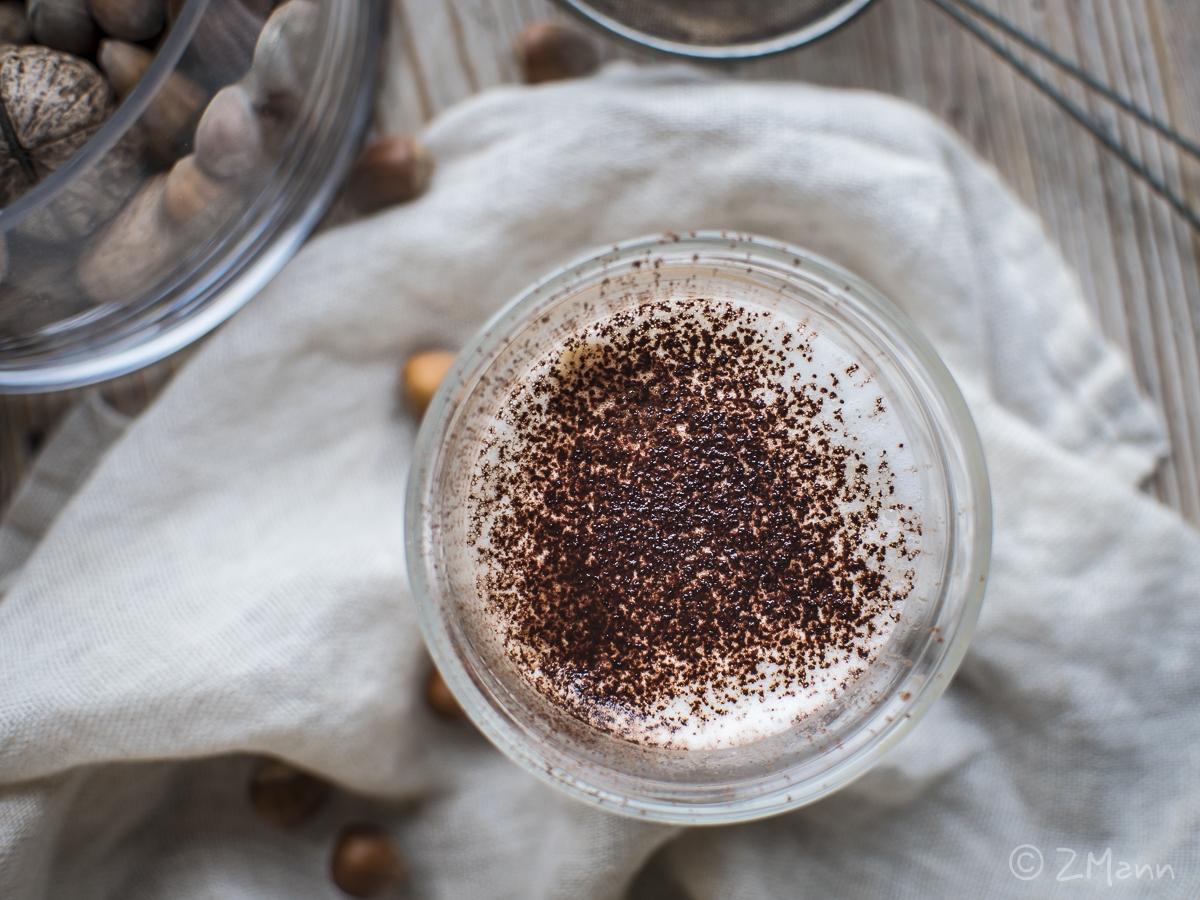 z widokiem na stół | orzechowa kawa z pianką