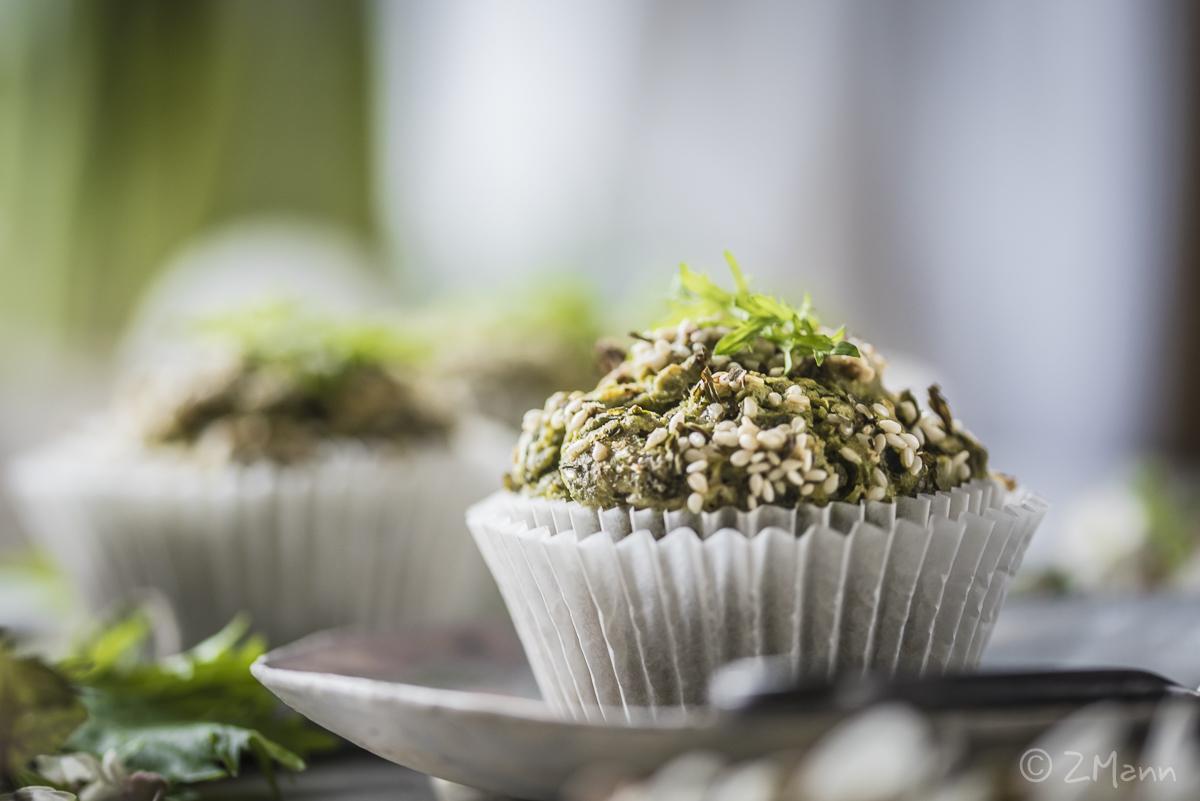 z widokiem na stół | muffiny z pesto i rukolą
