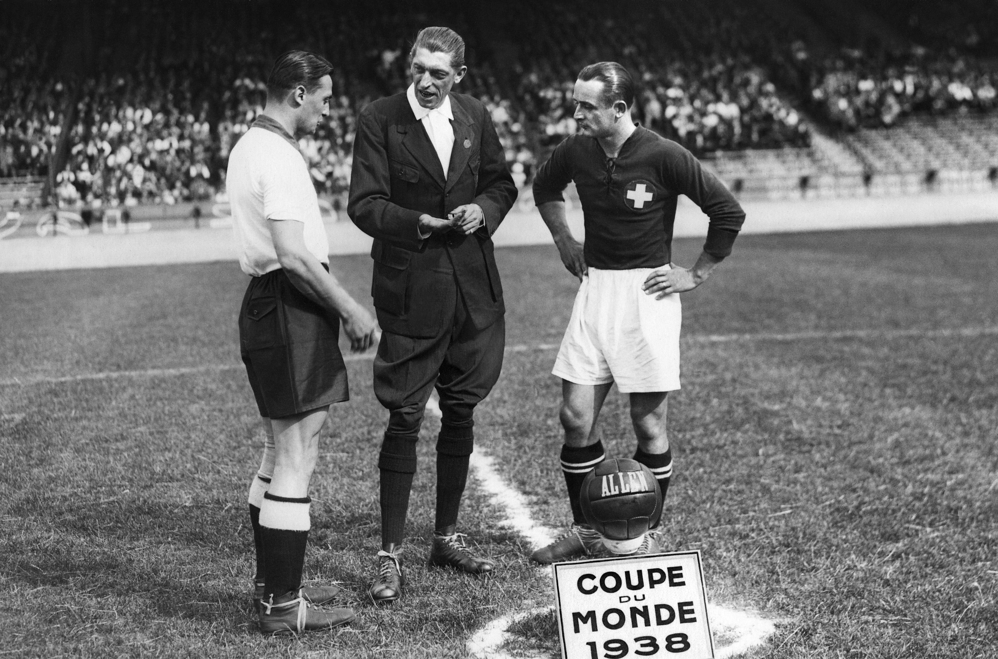 Severino Minelli galt als einer der weltbesten Abwehrspieler seiner Zeit. Mit Servette und GC sammelte er total 6 Meistertitel und 8 Cupsiege. 1934 und 1938 nahm er mit der Nati an der EM teil. Seine 80 Länderspiele waren bis 1956 Weltrekord.