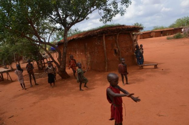 Wioska masajka dzieci Kenia