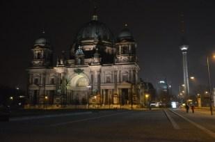 Berlin Katedra i wieża telewizyjna nocą