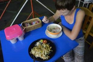 Chiang Mai kolacja na ulicznym straganie Tajlandia