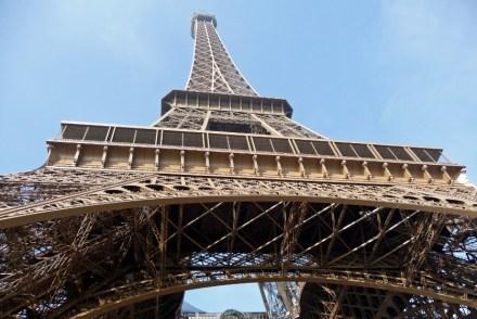 Wieża Eiffla z dołu Paryż