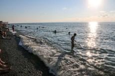Kąpiel w Morzu Czarnym w Batumi Gruzja