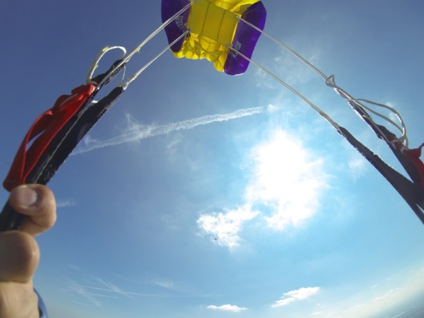 Lot na czaszy spadochronu
