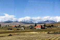 Ośnieżone szczyty w drodze do La Paz Boliwia