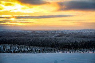 Zachód słońca z góry Kaunispää Finlandia
