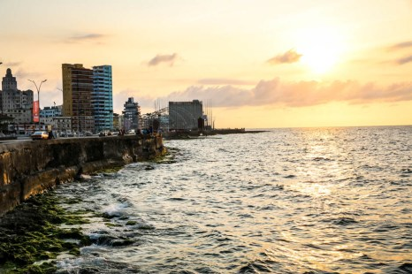 Zachód słońca z Malecon Havana