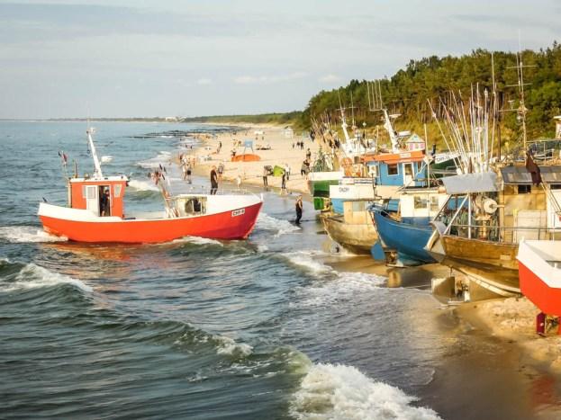 Kuter w przystani rybackiej w Chłopach