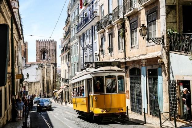 Lizbona tramwaj i katedra Sé