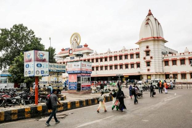 Indie Varanasi dworzec kolejowy