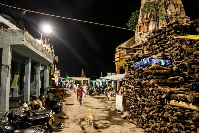 Indie Waranasi stosy drewna