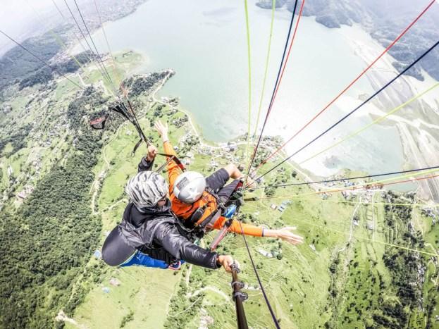 Nepal Pokhara lot paralotnią nad jeziorem Phewa Tal