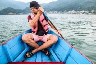 Nepal Pokhara rejs łódką po jeziorze 2