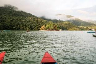 Nepal Pokhara rejs łódką