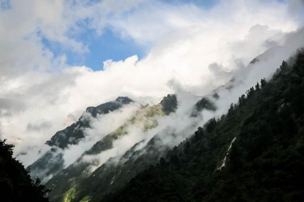 Nepal trekking do ABC poranek w Dovan