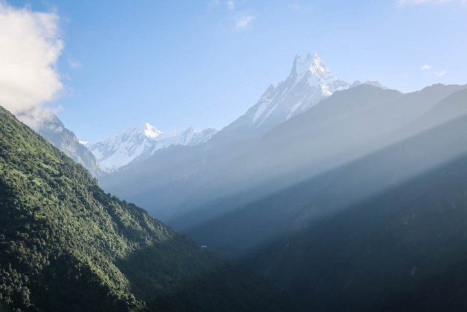 Nepal trekking do ABC widok na Machhapuchhare z Chhomrong