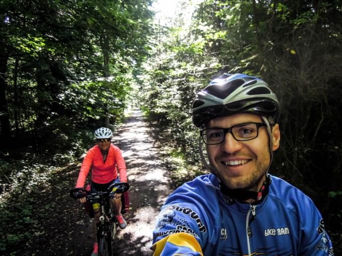 Bornholm na trasie w lesie