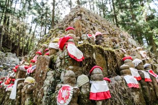 Cmentarz Okunoin Koyasan posążki Jizo