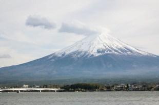 Wulkan Fuji z brzegu Kawakuchiko