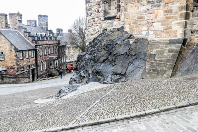 Edynburg Castle na skale