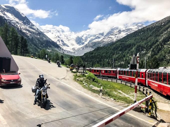 Piz Bernina na trasie Bernina Express