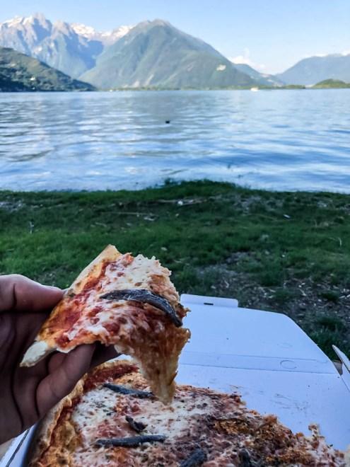 Pizza nad jeziorem Como