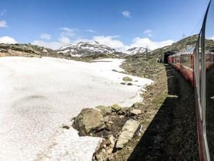Śnieg na trasie Bernina Express