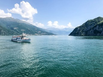 Widoki na jezioro Como z promu