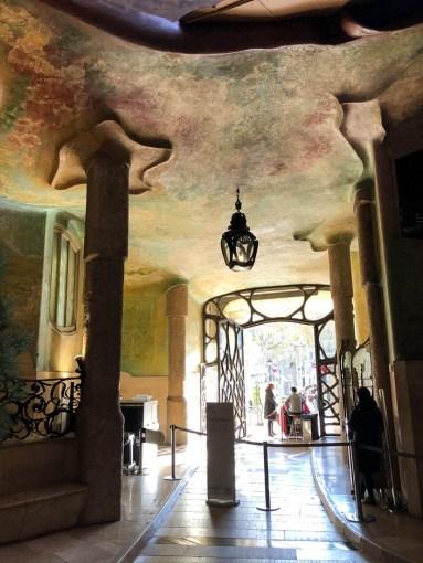 Casa Mila wejście kolumny