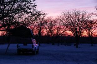 Safari w PN Etosha zachód słońca Halali