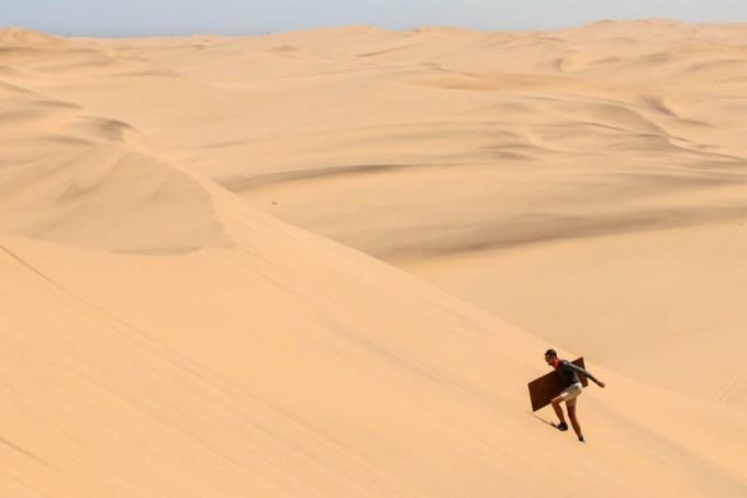 Sandboarding Swakopmund wspinaczka na wydmę