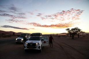 W drodze na wschód słońca do Sossusvlei